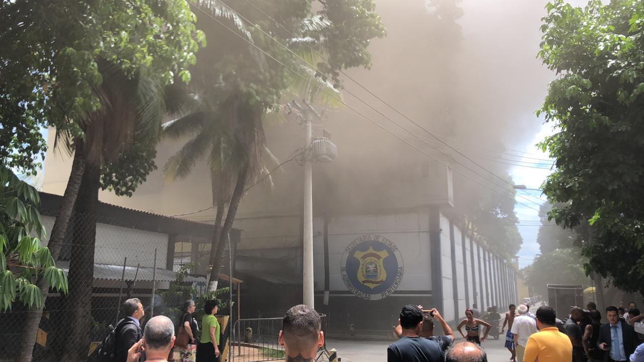 Presídio é atingido por incêndio no Rio de Janeiro