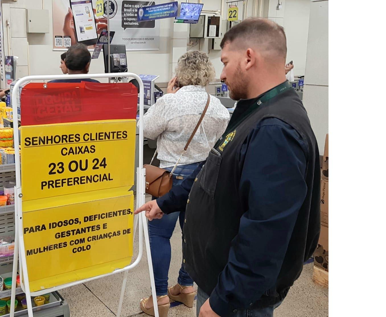 Procon Manaus autua três estabelecimentos por não cumprimento à lei preferencial aos autistas