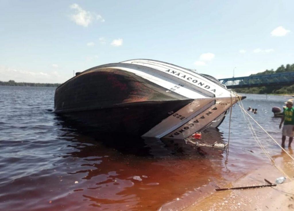 Acidente  com barco deixa turistas feridos em Anavilhanas
