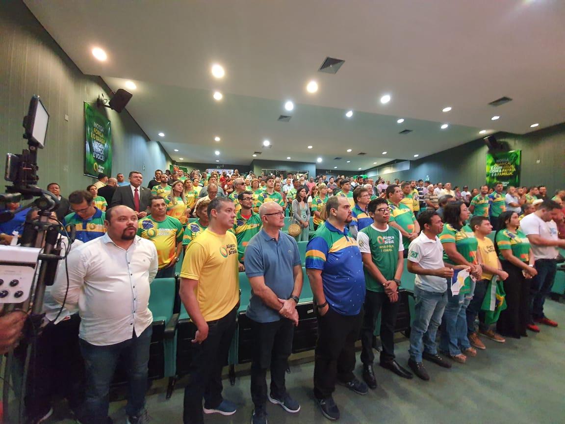Partido Aliança Pelo Brasil colhe assinaturas e formaliza novas filiaçoes neste sábado
