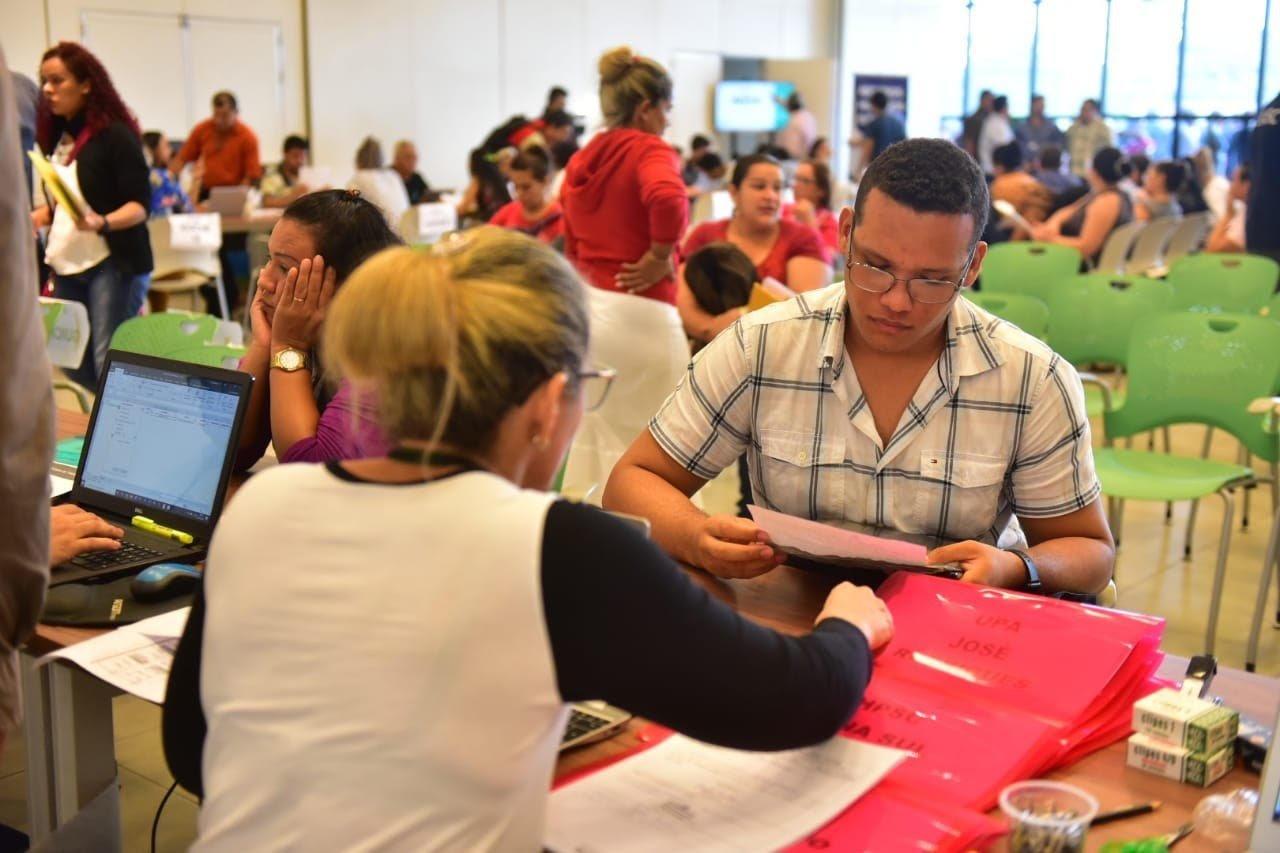 Em primeiro dia de contratação de direta, Governo do Amazonas atende 1.290  técnicos de enfermagem no Vasco Vasques