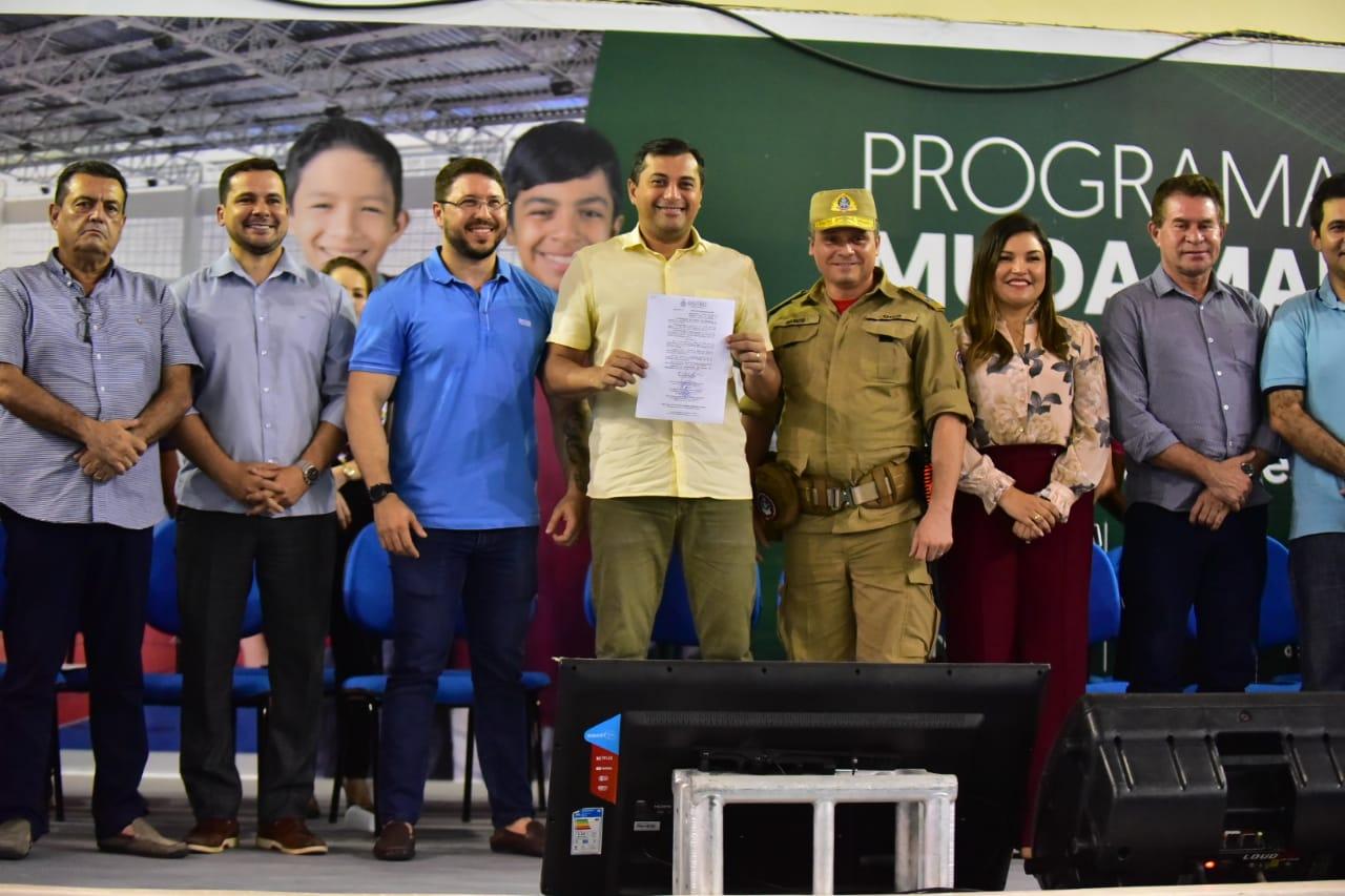Wilson Lima assina decreto que convoca bombeiros do quadro de saúde para admissão e matrícula para curso de formação