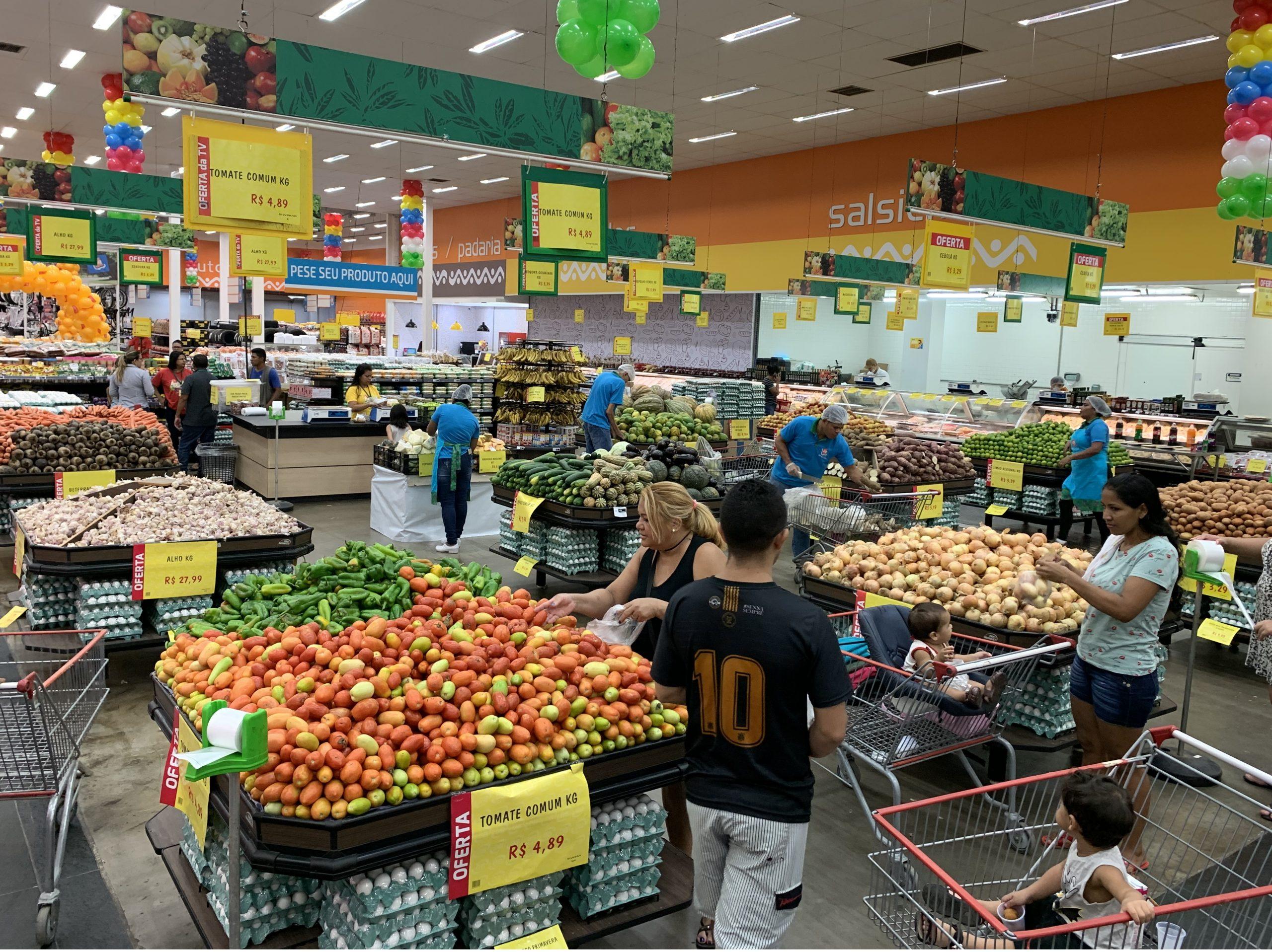 Supermercados de Manaus terão horário especial no Carnaval