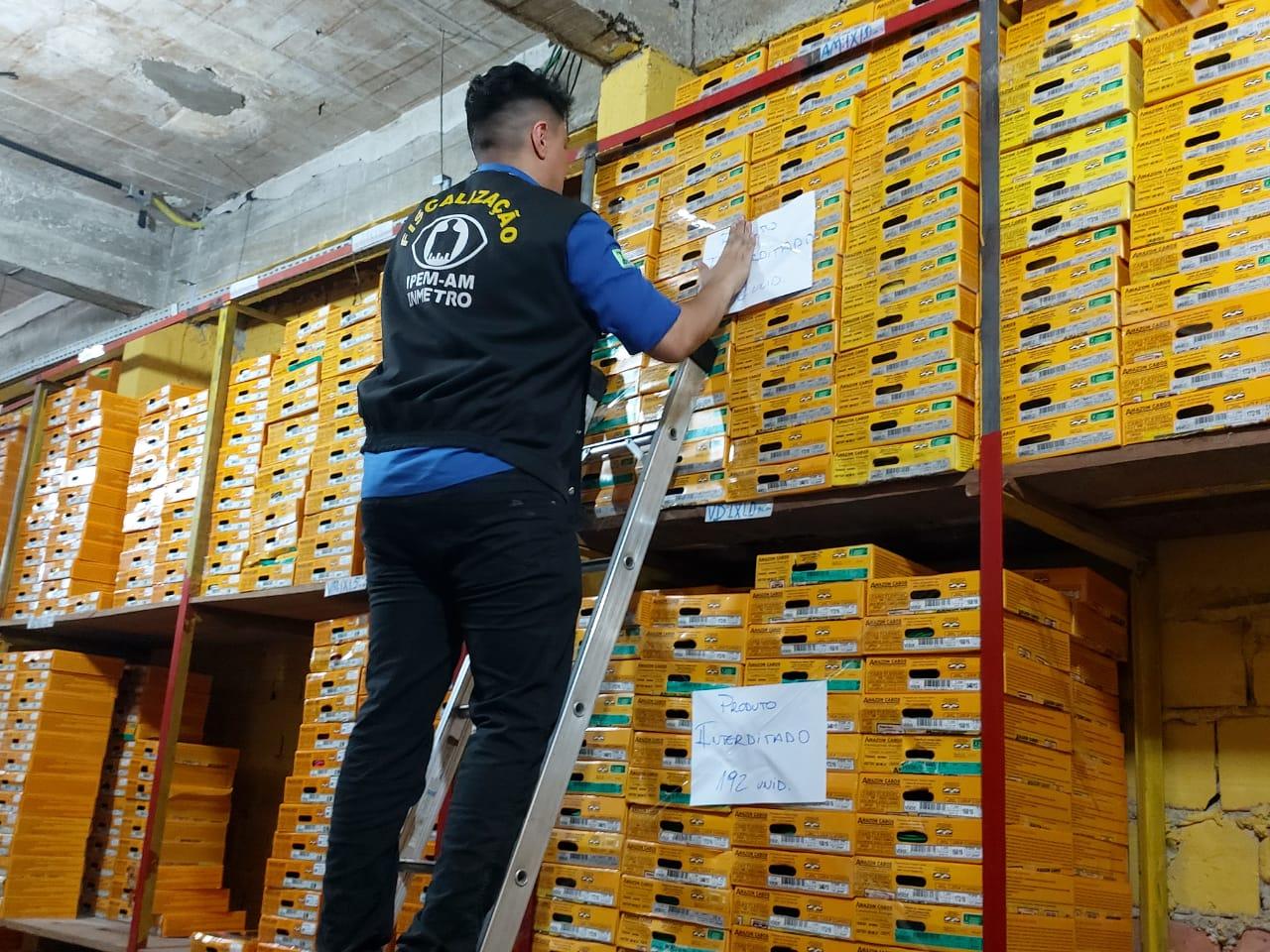 Fiscalização do Ipem encontra irregularidades em lojas e indústrias de fios e cabos elétricos, em Manaus