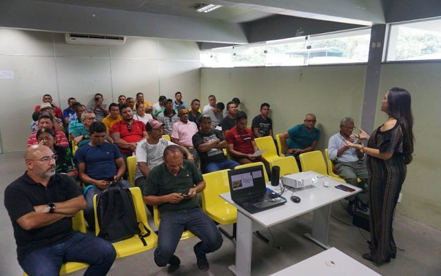 Prefeitura realiza reunião sobre transporte escolar na zona ribeirinha