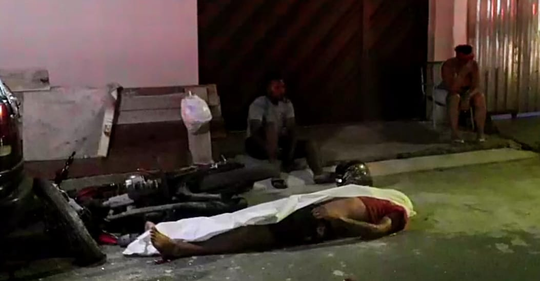 Homem morre ao colidir com carro tentando fugir de abordagem policial