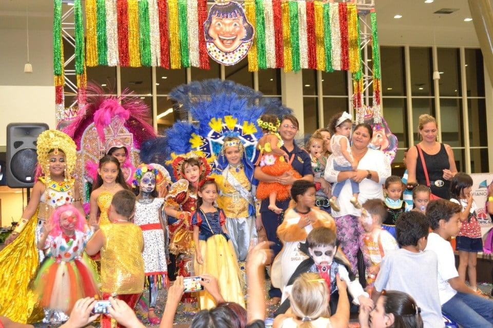 Bailinho de Carnaval infantil tem concurso de fantasias e oficinas de máscaras e maquiagem