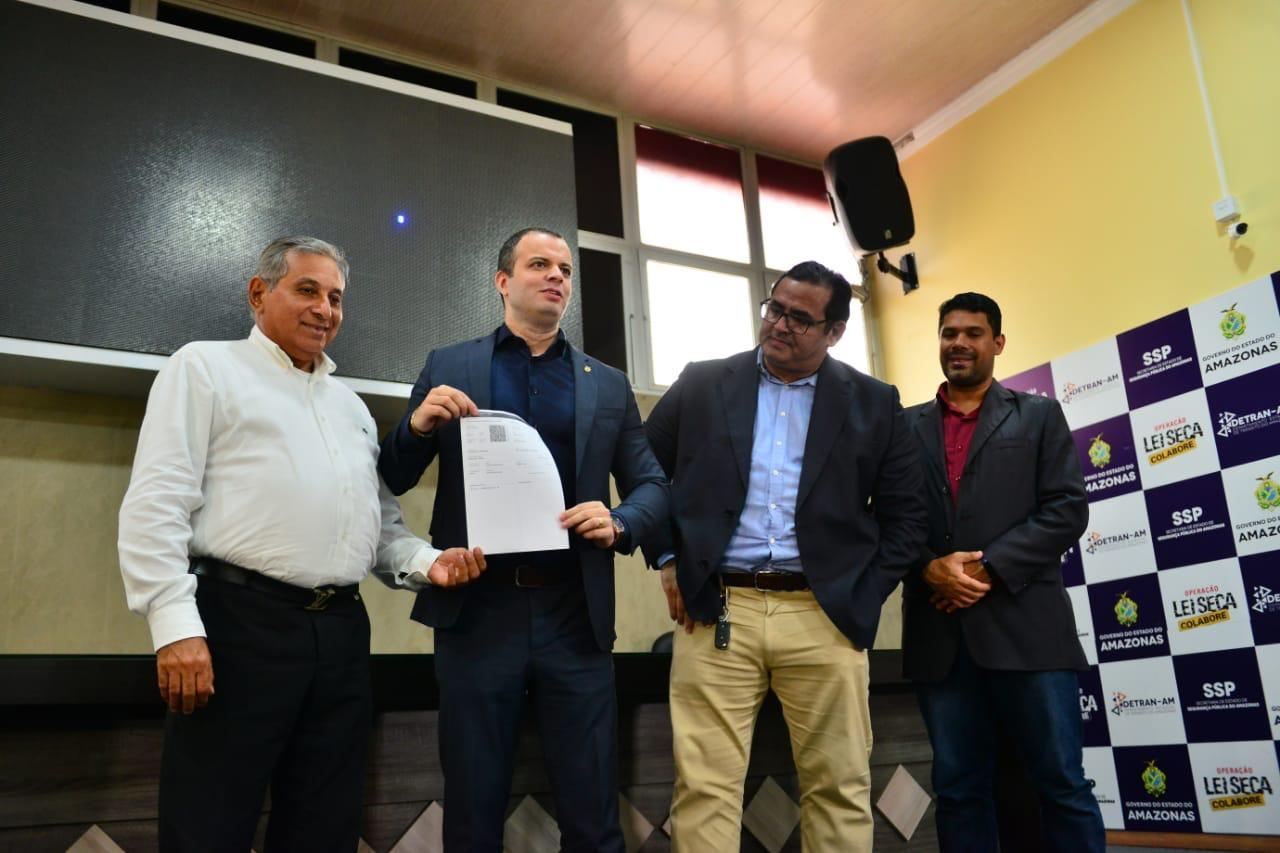 Proprietários de veículos do Amazonas podem imprimir o CRLV na própria casa