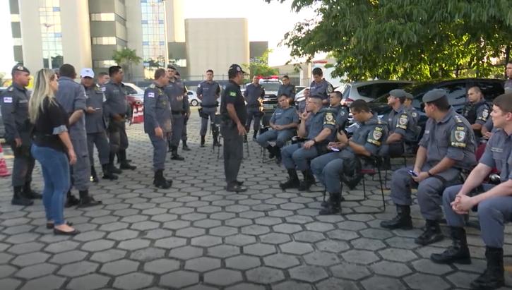 VEJA VÍDEO – Polícia conversa com população e fecha bares em todas as áreas de Manaus