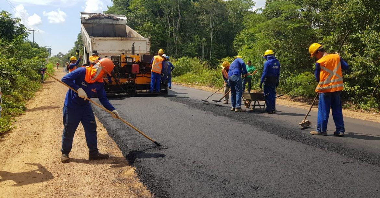 Governo do Amazonas avança com obras na estrada do Caldeirão, em Iranduba