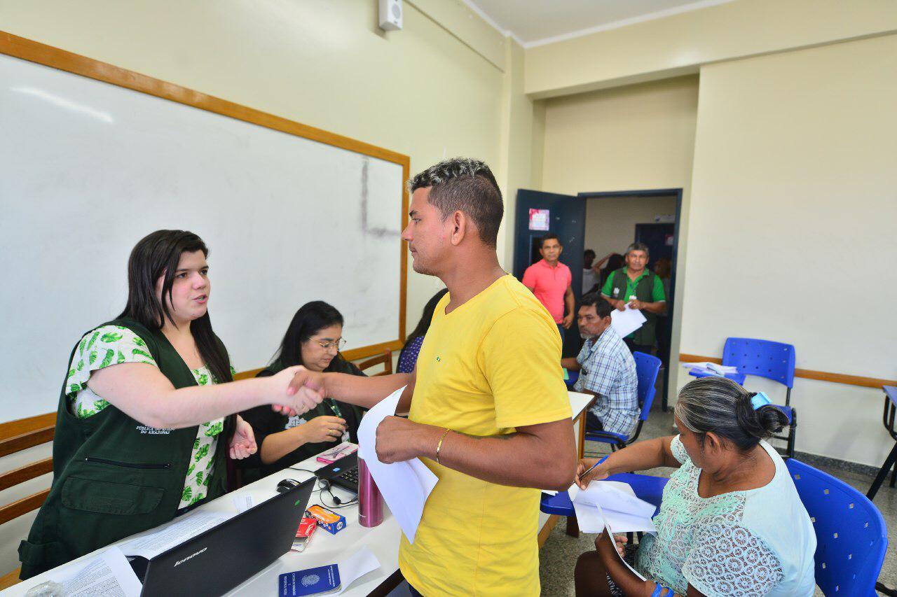 Governo do Estado oferece apoio de transporte para realizar mudanças de famílias no Monte Horebe