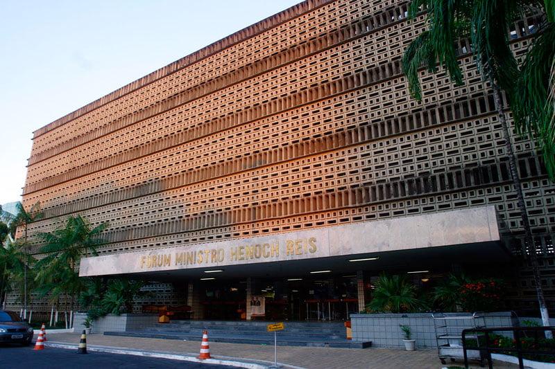 Julgamento de acusados da morte da advogada Mara Inês Ribeiro de Lima prossegue Fórum Henoch Reis