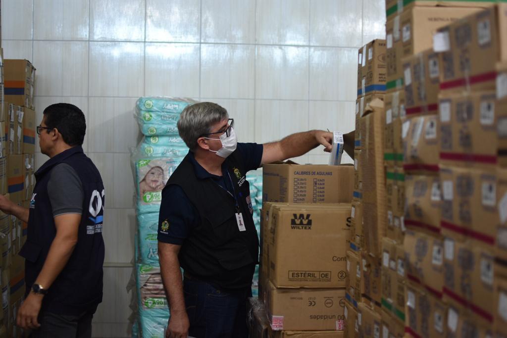 Procon-AM apreende 3,5 mil máscaras inapropriadas para uso e sem procedência em distribuidora na zona norte de Manaus