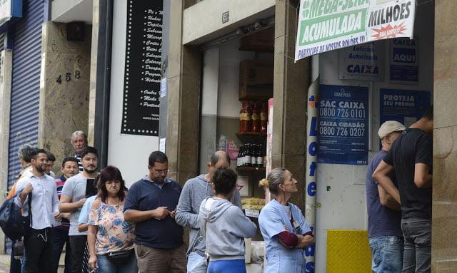 Fechamento durante pandemia pode gerar aglomeração em bancos