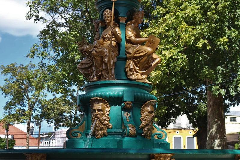 Com recursos garantidos, obra da praça Dom Pedro II avança e chega a 50%