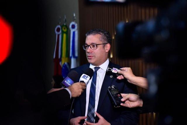 Josué esclarece contratos da Assembleia Legislativa e diz que vai mover ações cíveis e criminais contra autores de fake news