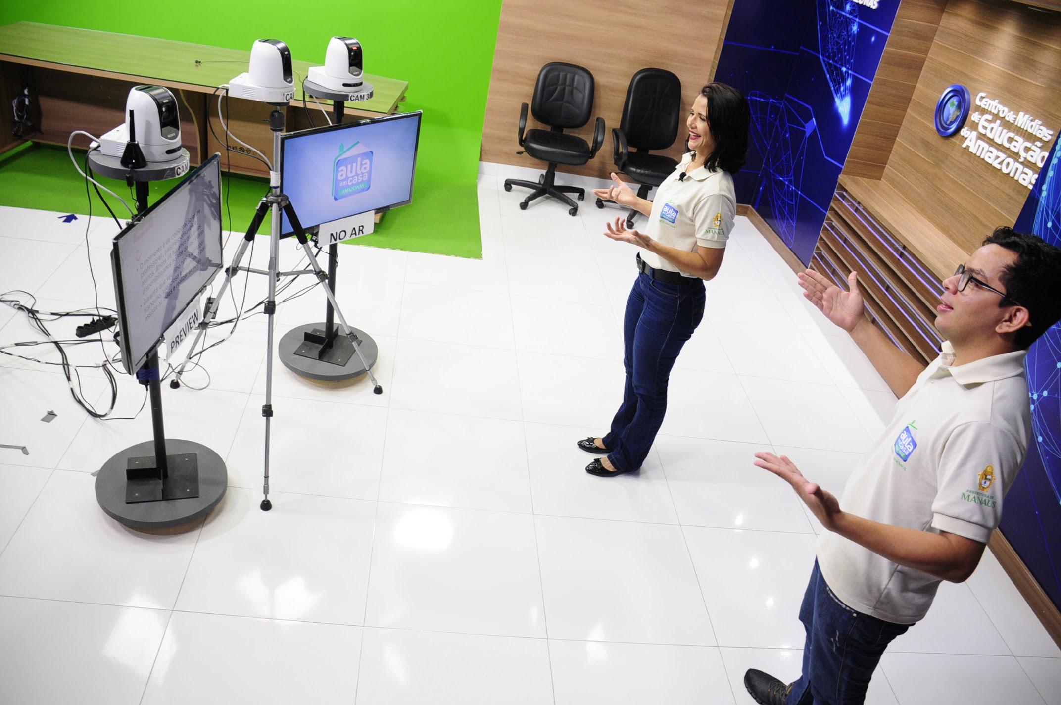 Secretaria de Educação terá programação ao vivo para sanar dúvidas de professores no regime especial de aulas