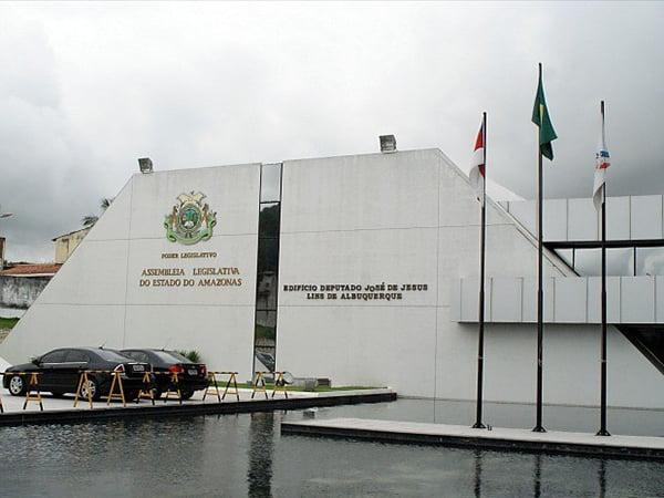 Assembleia Legislativa e Transire doam mil protetores faciais aos profissionais de saúde da Capital