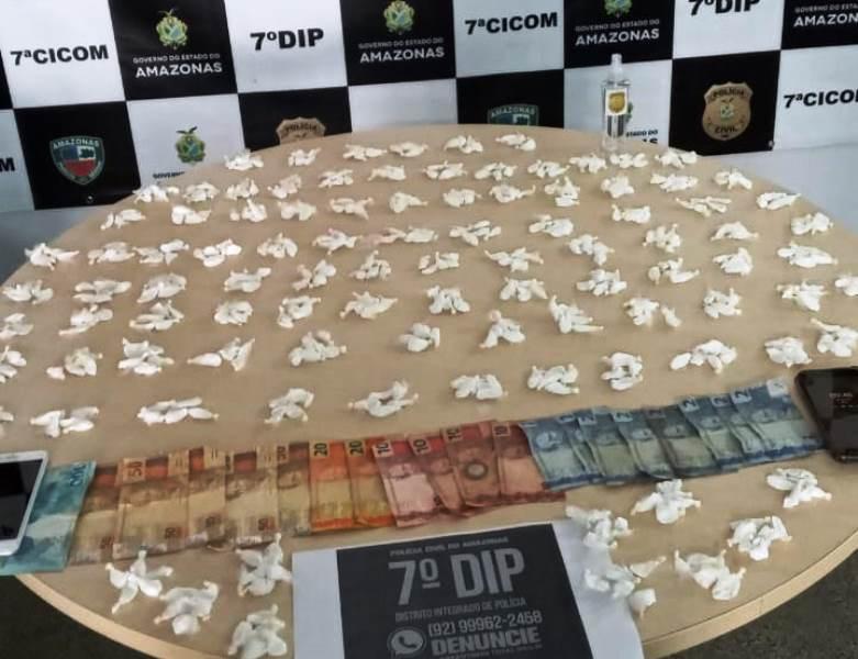 APREENSÃO Homem flagrado com mais de 500 trouxinhas de drogas e dinheiro no Morro da Liberdade