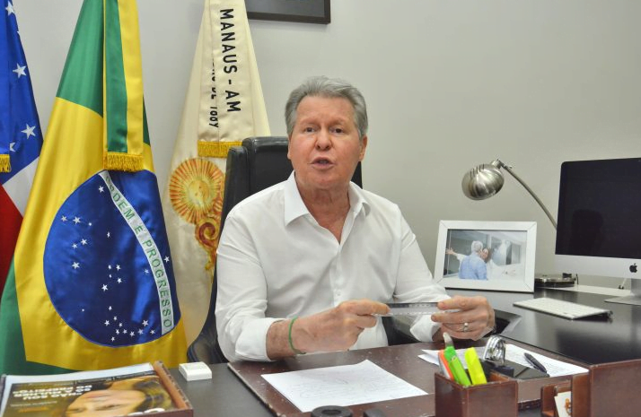 Prefeito anuncia antecipação da primeira parcela do 13º para servidores da saúde, assistência e limpeza