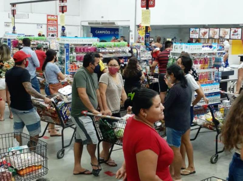 CORRIDA AOS SUPERMERCADOS – População se antecipa e lota supermercados em Manaus prevendo decreto do lockdown