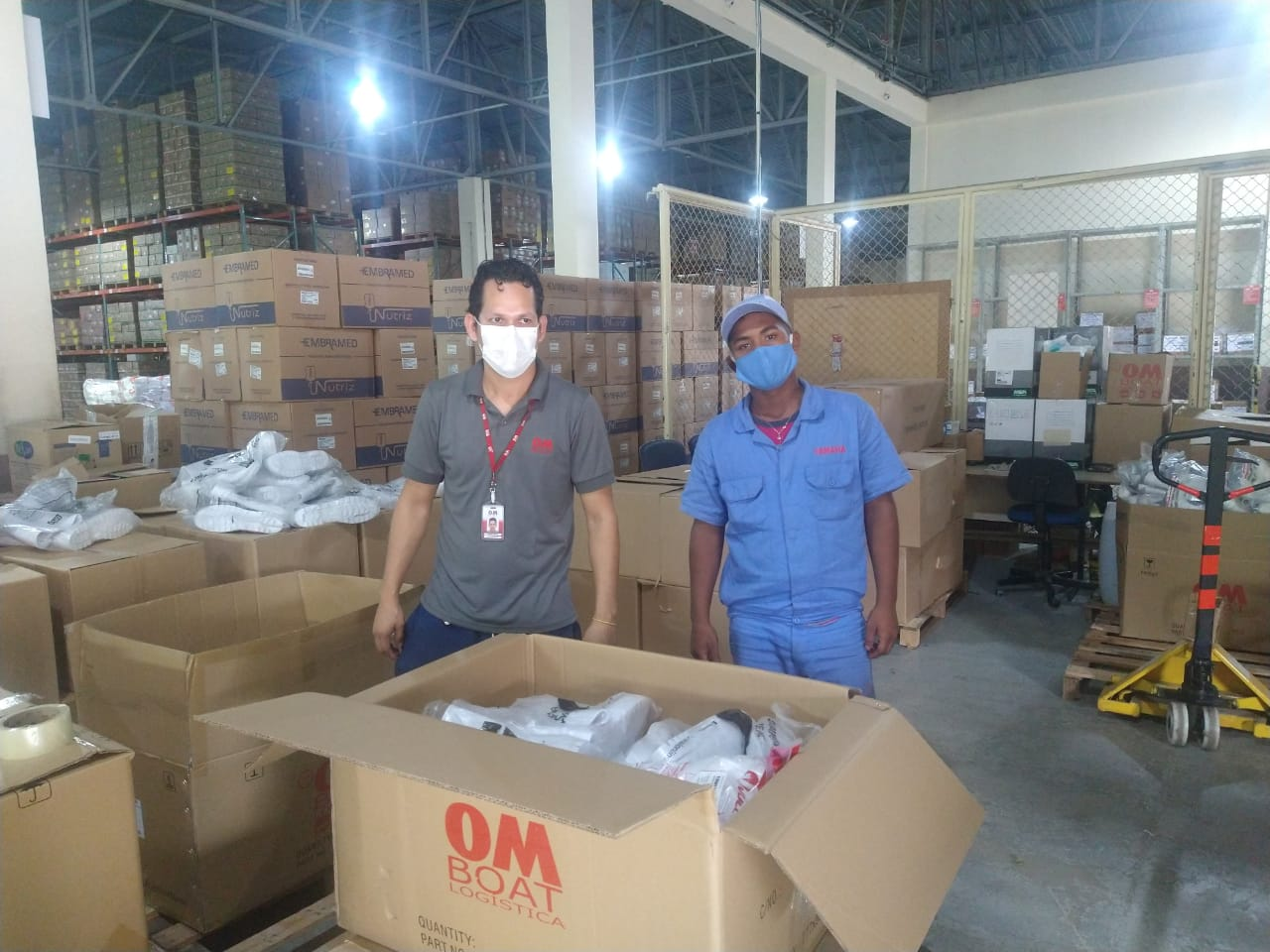 Hospital Nilton Lins recebe doação de 664 pares de botas