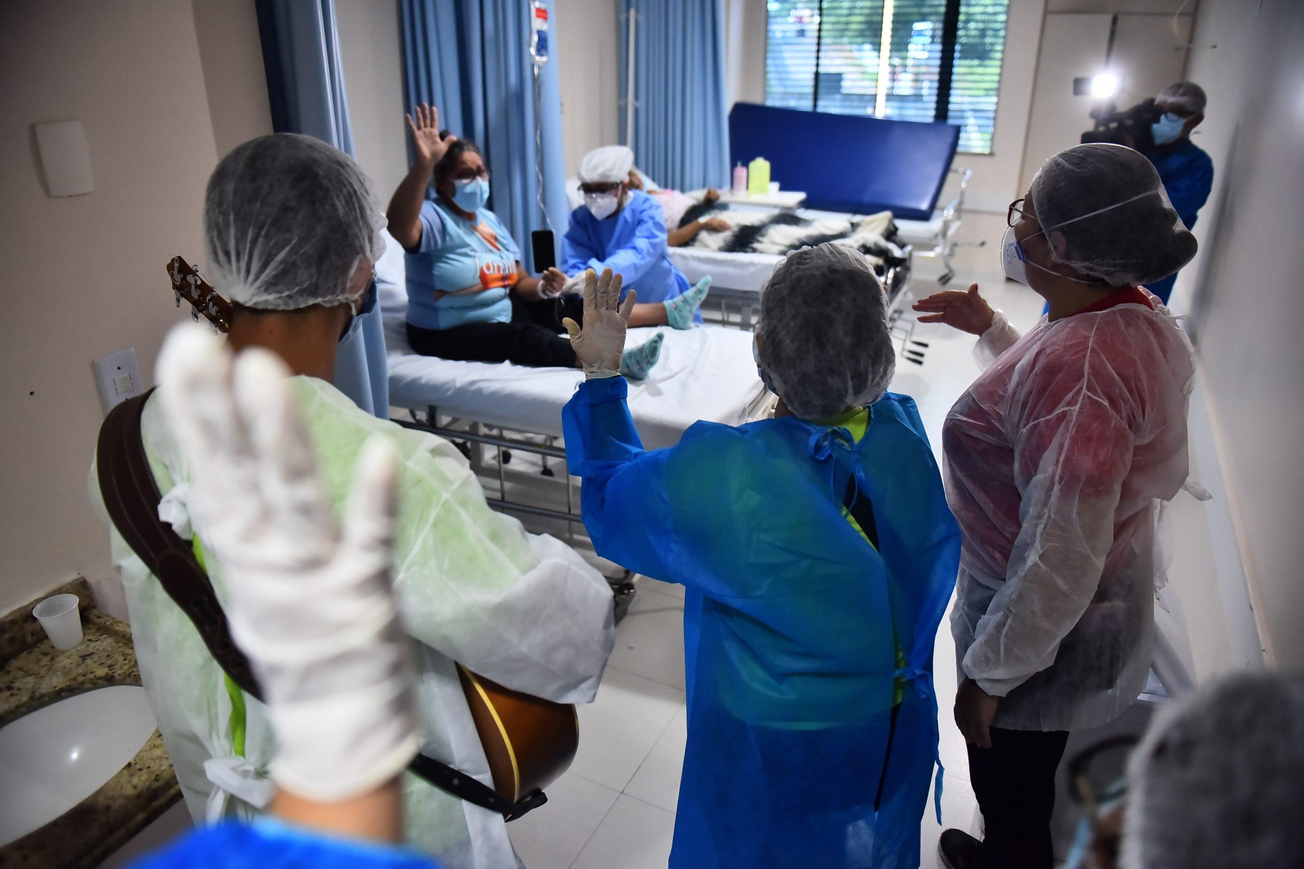 Hospital de Combate à Covid-19amplia serviço psicossocial e inaugura atendimento 'beira leito' para pacientes