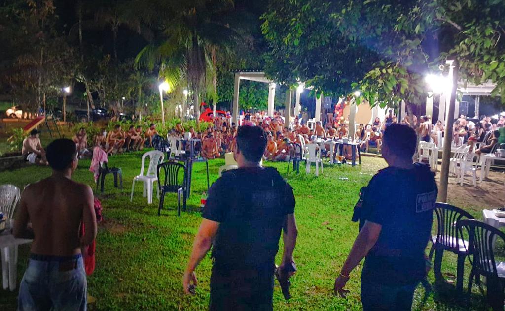 'Rave clandestina' é interrompida pela polícia em Manaus