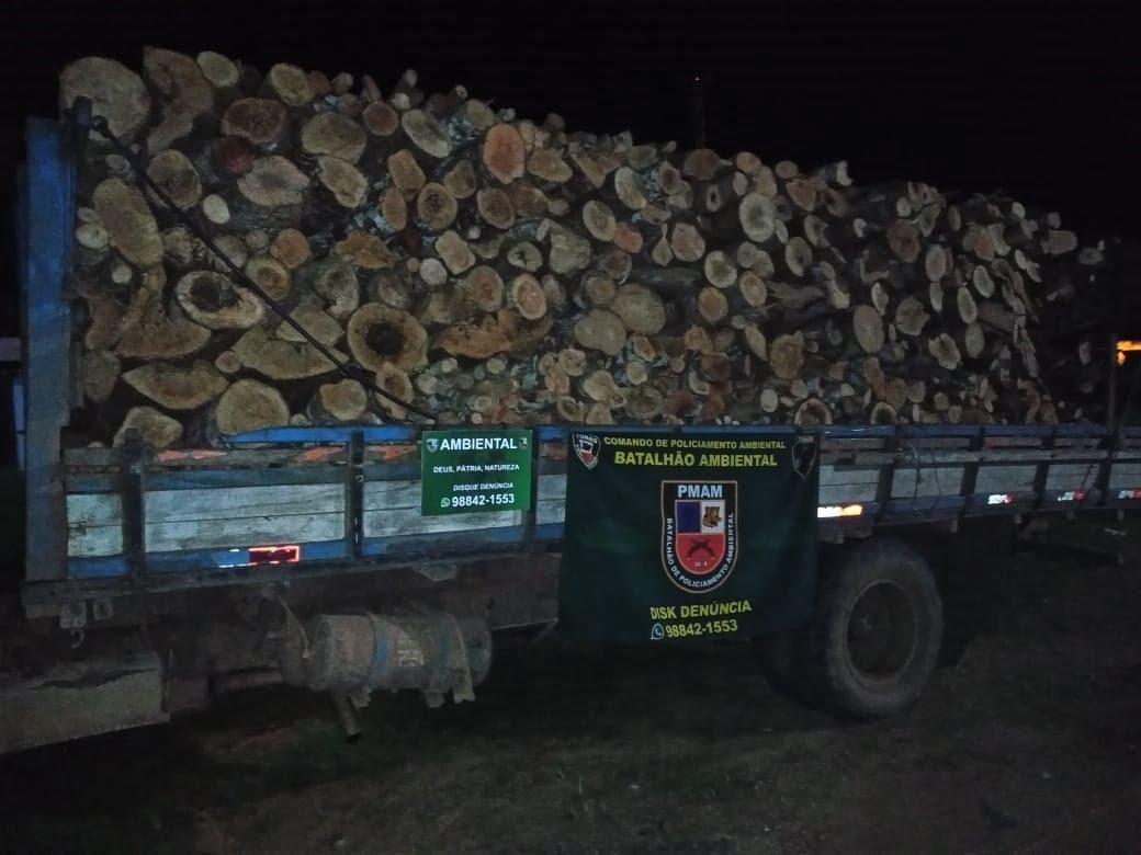 Policiais militares do CPAMB e BPAMB apreendem madeira ilegal em Manacapuru