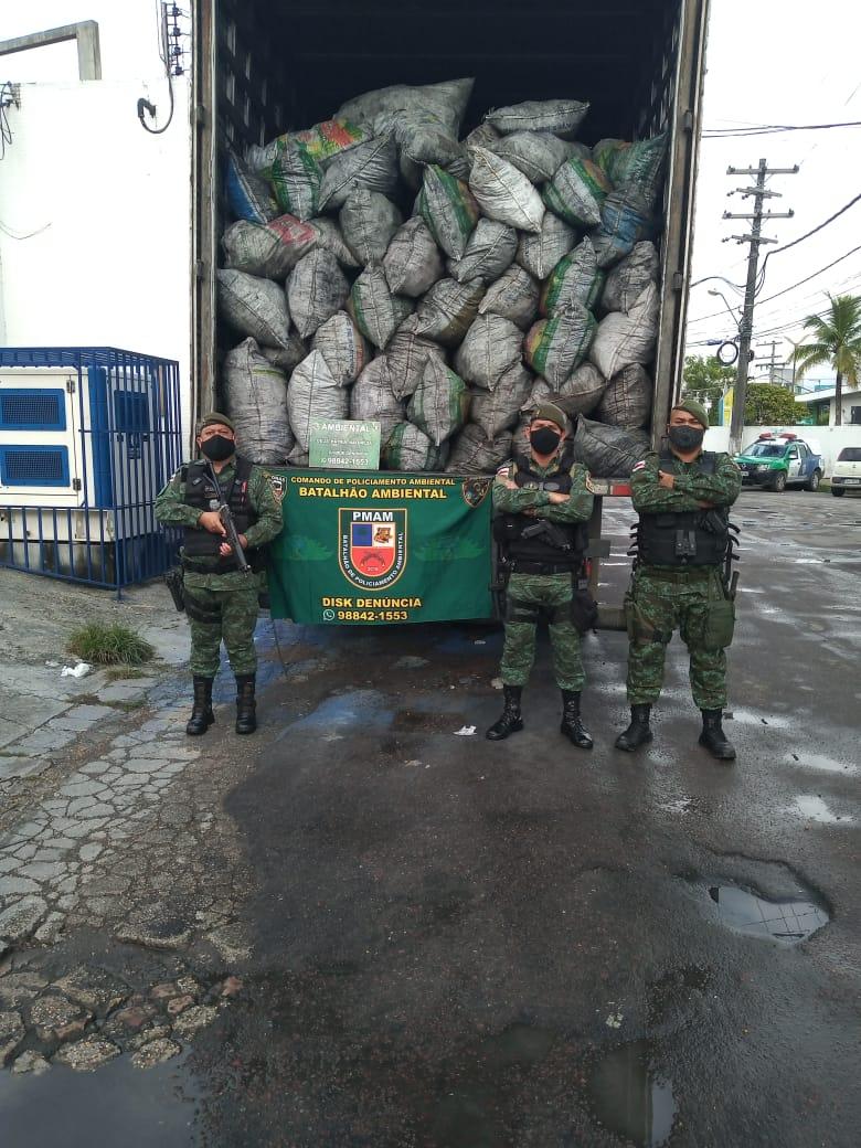Policiais do Batalhão de Policiamento Ambiental apreendem 420 sacos de 20kg de carvão vegetal ilegal
