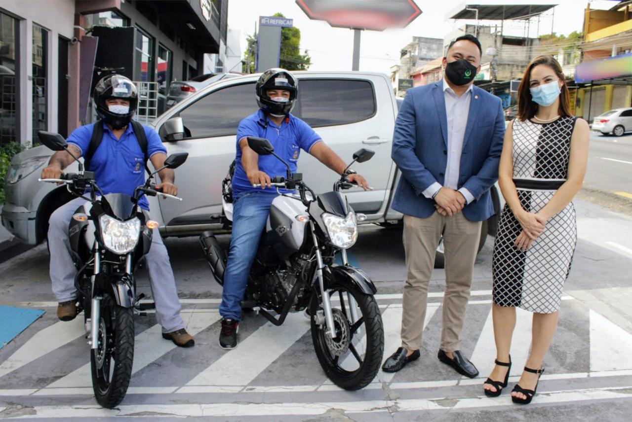 Aadesam entrega motocicletas ao Projeto Nova Rede Mulher