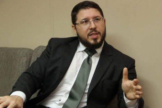 POLÍTICA – Vice-governador Carlos Almeida apresenta defesa à advogado