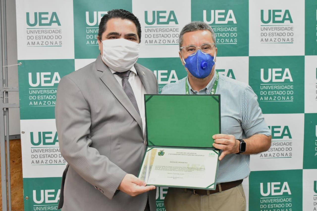UEA confere Menção Honrosa à Faculdade de Educação da Ufam