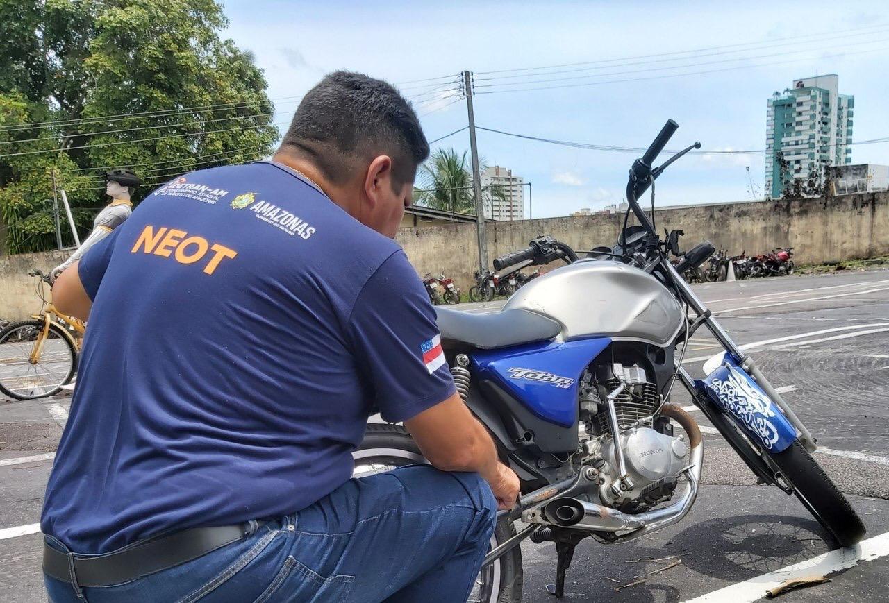 Detran-AM autua 223 veículos com escapamento 'barulhento' em Manaus