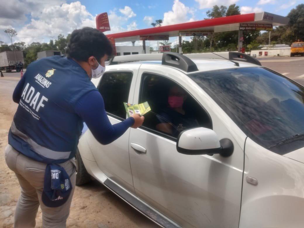 OPERAÇÃO da Adaf vistoria aproximadamente 300 veículos em áreas de acesso a Manaus