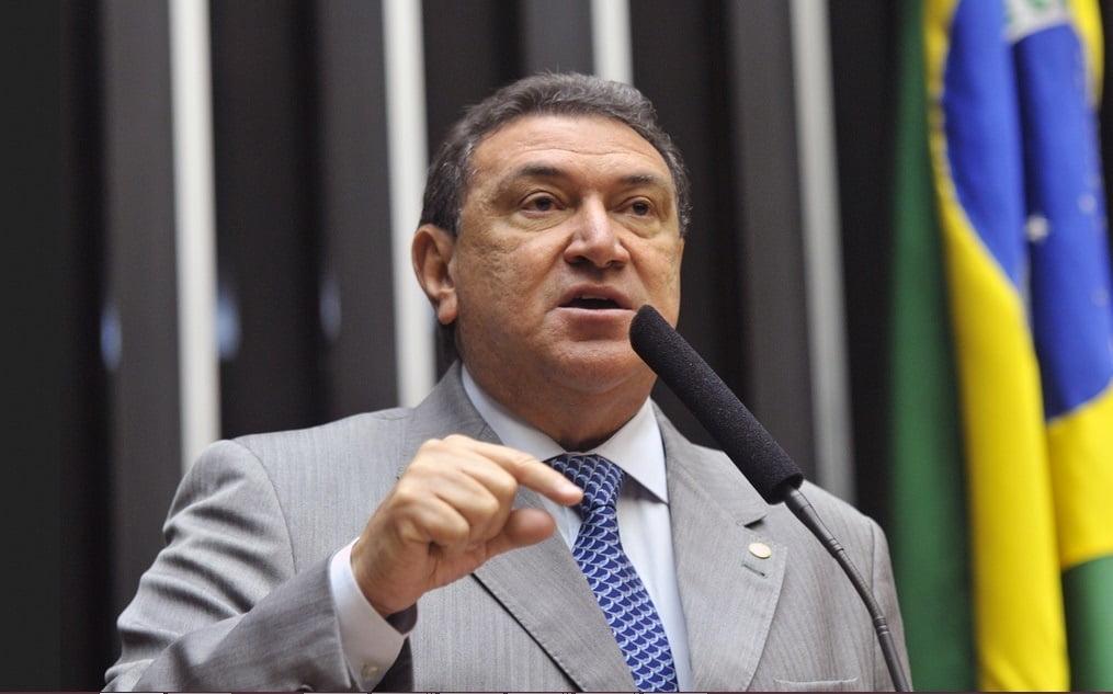 DEPUTADO Átila Lins sugere prorrogação do auxílio emergencial a Paulo Guedes