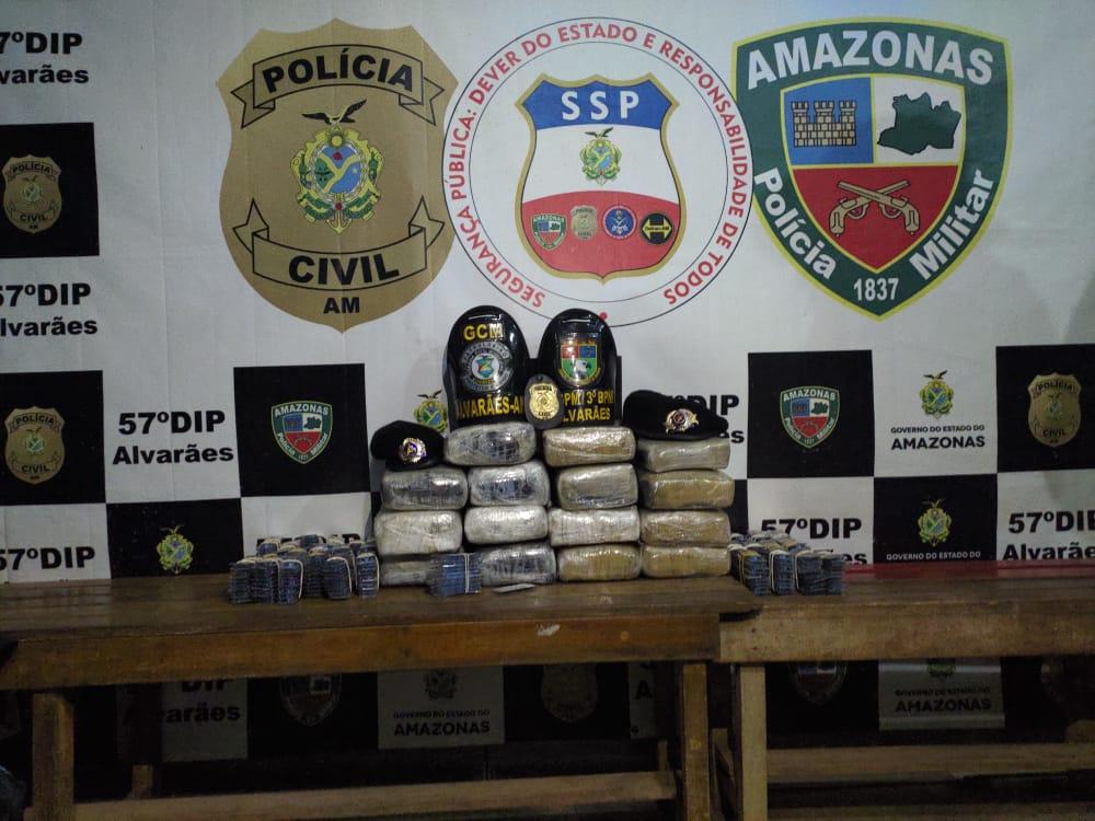 POLICIAIS MILITARES detêm jovem que transportava drogas em embarcação, em Alvarães
