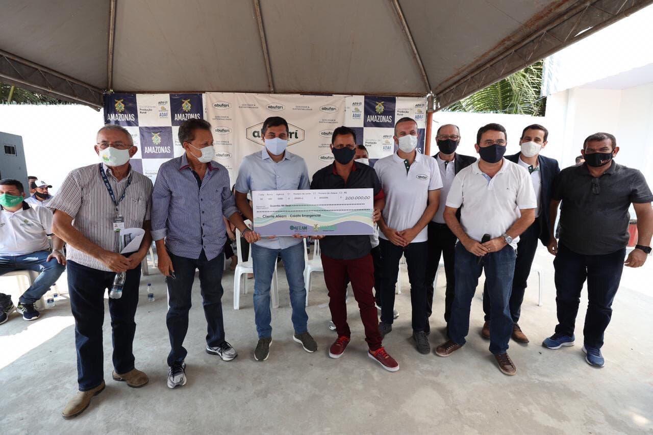 Wilson Lima ENTREGA cartões do produtor primário e anuncia novos investimentos para o setor primário de Tapauá