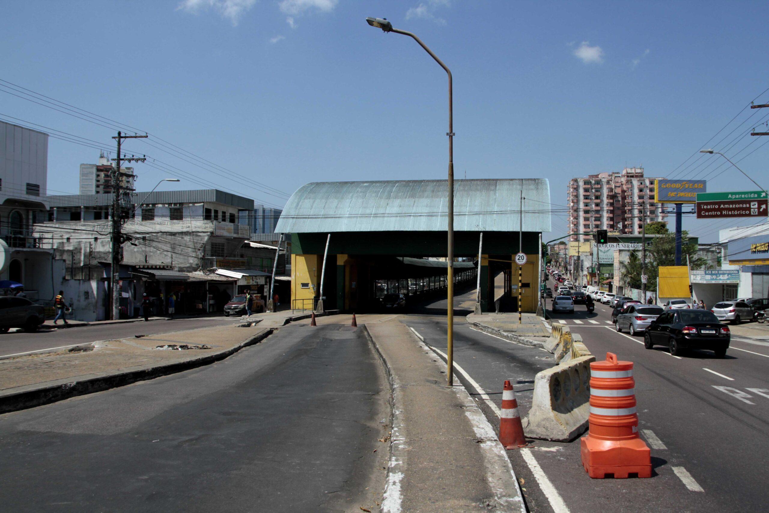 Prefeitura coloca fiscais próximos ao Terminal 1 para tirar dúvidas dos usuários de transporte