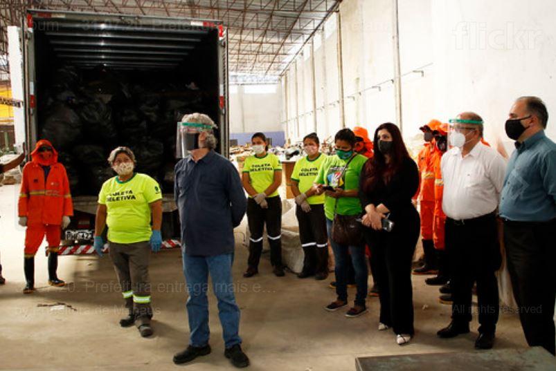 Associação de catadores recebe uma tonelada de materiais recicláveis