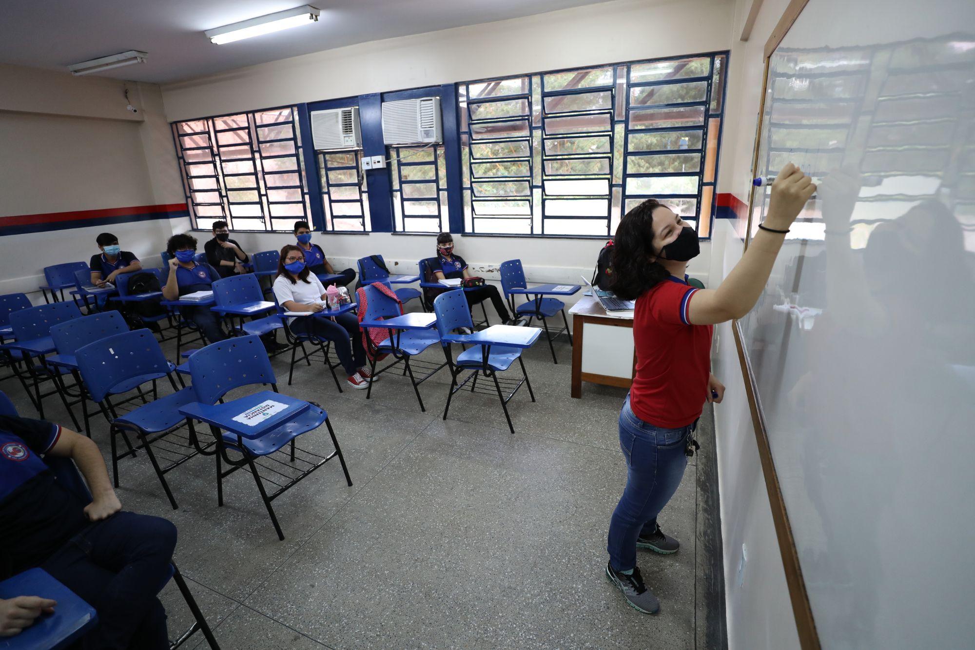 Em Manaus, SECRETARIA de Educação RETOMA atividades presenciais com 94% dos professores em sala de aula