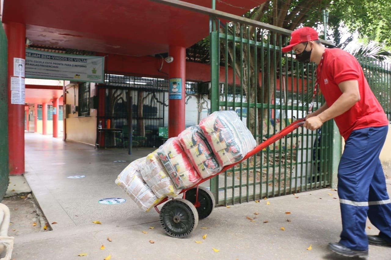 ESCOLAS ESTADUAIS são abastecidas com 90 toneladas de merenda escolar para volta às aulas presenciais