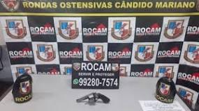 Policiais militares da ROCAM  detêm homem por porte ilegal de arma de fogo no bairro Santa Etelvina