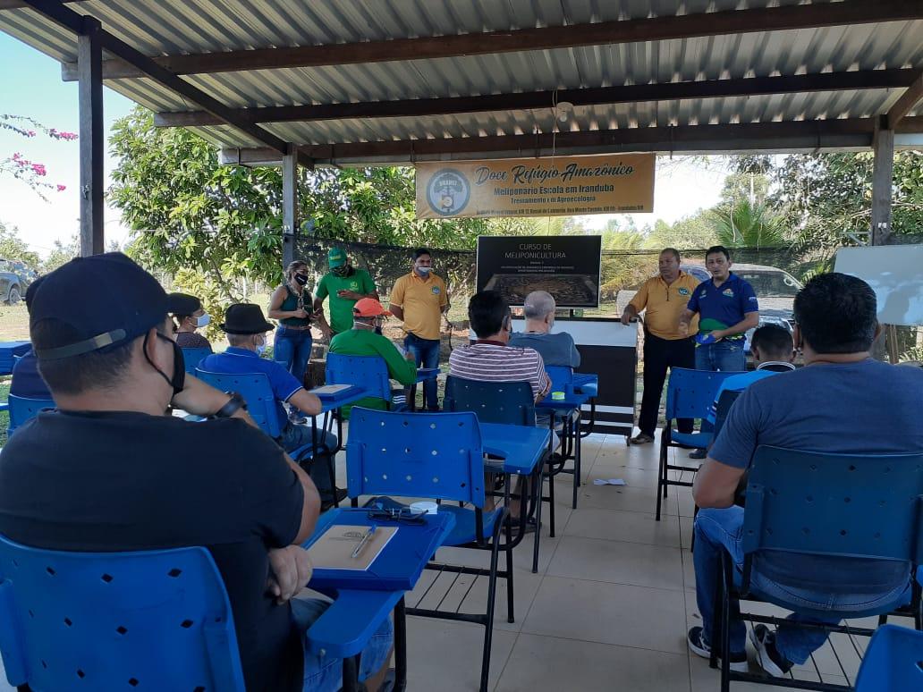 AGRICULTORES de Iranduba recebem curso de capacitação apoiado pelo Idam para criação de abelhas