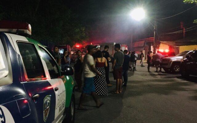 INCÊNDIO- Deixa ao menos 11 pessoas desabrigadas e vítimas em Manaus pedem doações