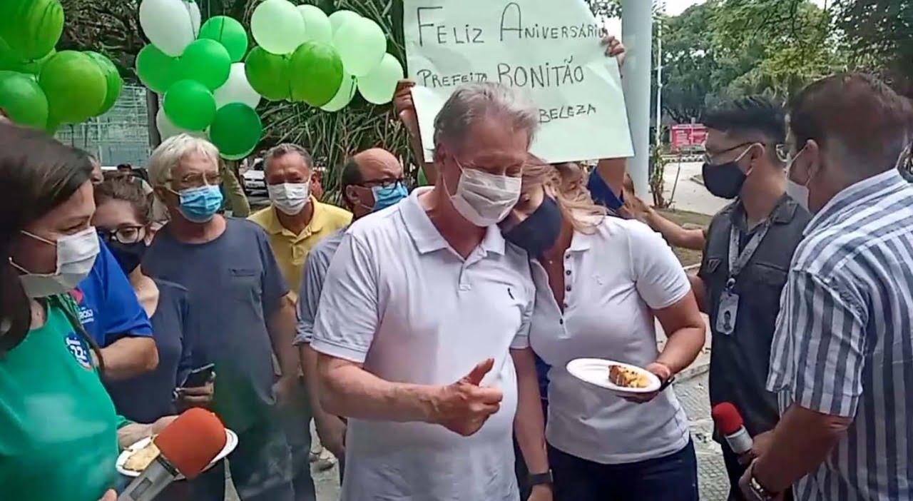 Arthur Neto completa 75 e recebe bolo em homenagem na Praça da Polícia