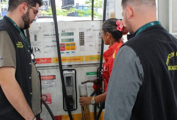 Postos de combustíveis são autuados por preços abusivos