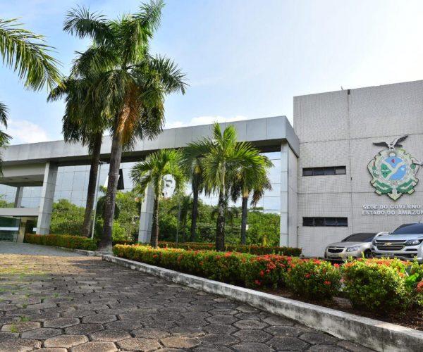 Wilson Lima revoga dispositivo da reforma administrativa que alterou salário de gestores