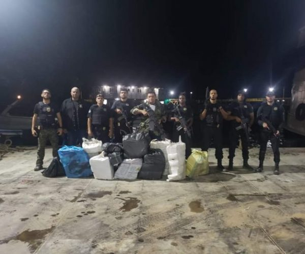 PF prende dois homens e apreende 500 quilos de entorpecentes em Tabatinga